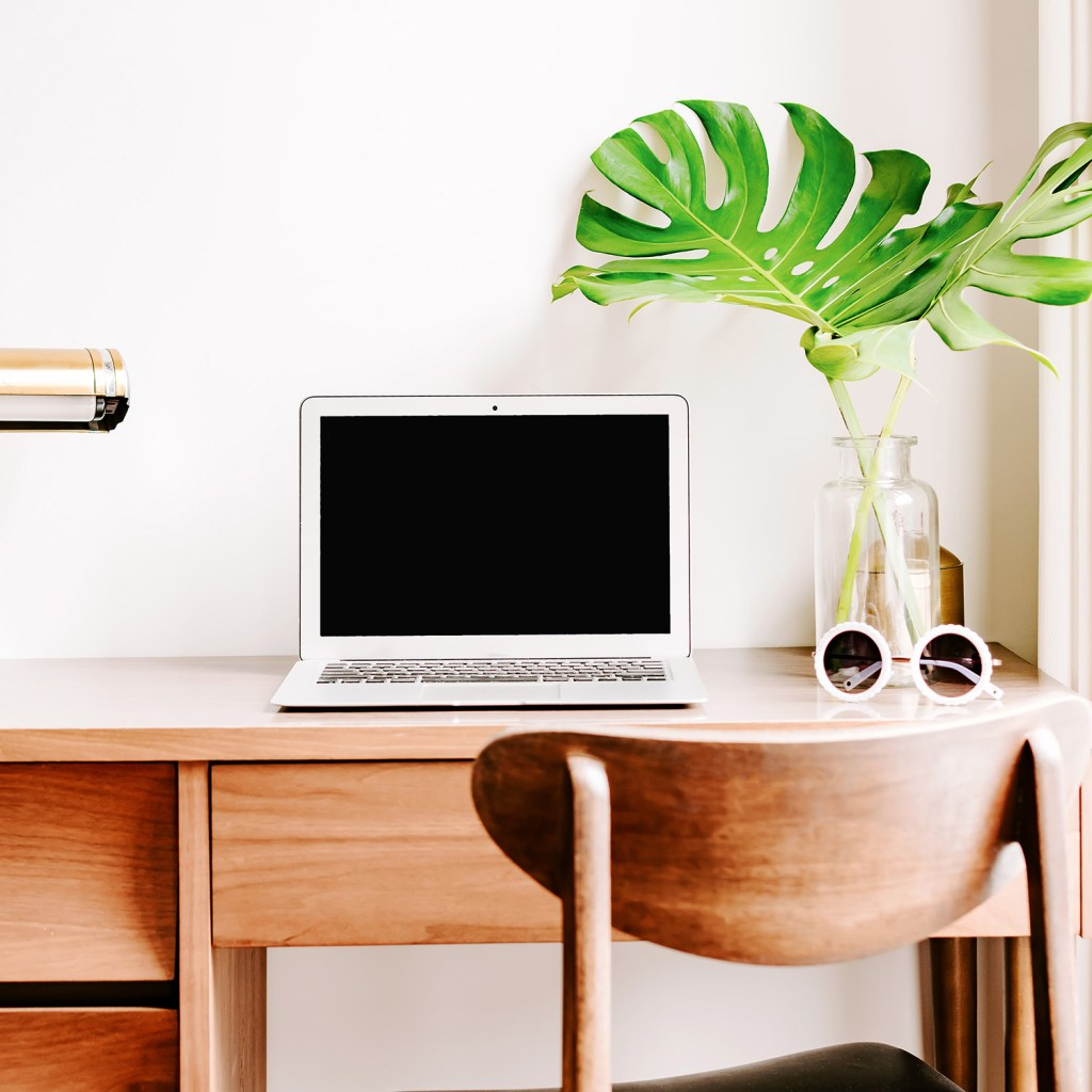 The three mindset shifts you need to transition from stay at home mom to work from home mom and four simple steps to get you there.